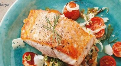 طرز تهیه ماهی سالمون با گوجه فرنگی و چاشنی بی نظیر سس پستو