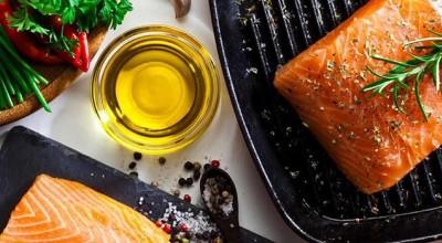 طرز تهیه ماهی قزل آلا به 2 روش پرطرفدار (سرخ کردنی و رستورانی)